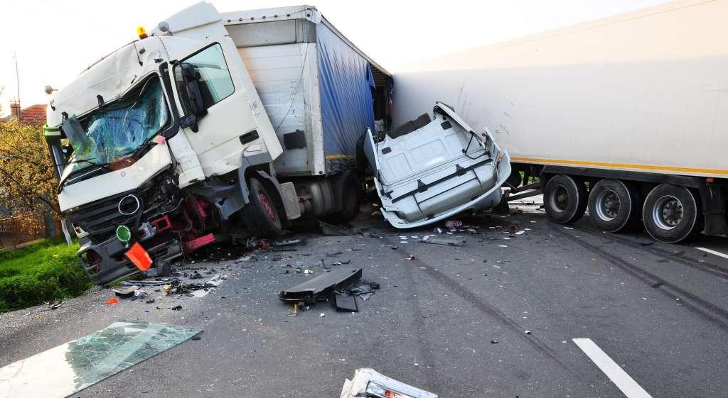 Страшно і боляче… В Запорізькій області сталася моторошна ДТП, водій загинув на місці, 9 людей госпіталізовано