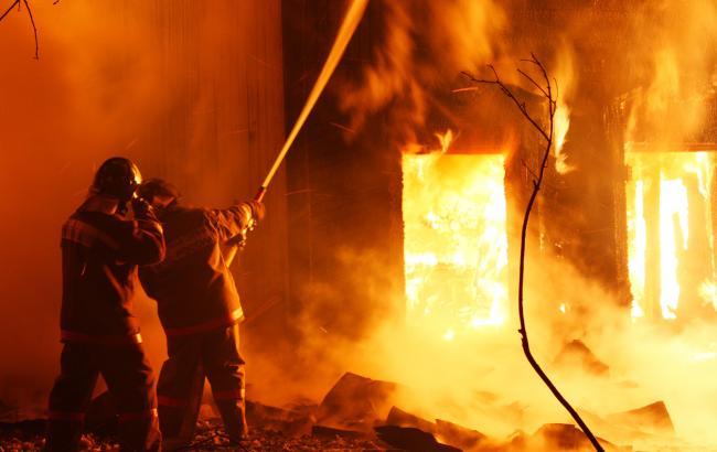 Там було справжнє пекло! Масштабна нічна пожежа на Хмельниччині. Кількість залученої техніки та персоналу шокує! (ВІДЕО)