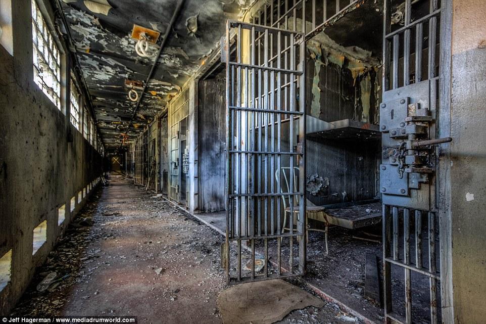 ТЕРМІНОВО! У жорстокій бійці у в'язниці загинули 28 осіб! Деякі знайдені обезголовленими! МОТОРОШНІШЕ НЕ БУВАЄ!