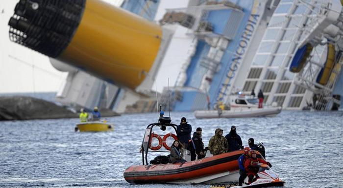 Доля не відома…  Біля Криму пішло під воду вантажне судно. Подробиці трагедії приголомшують