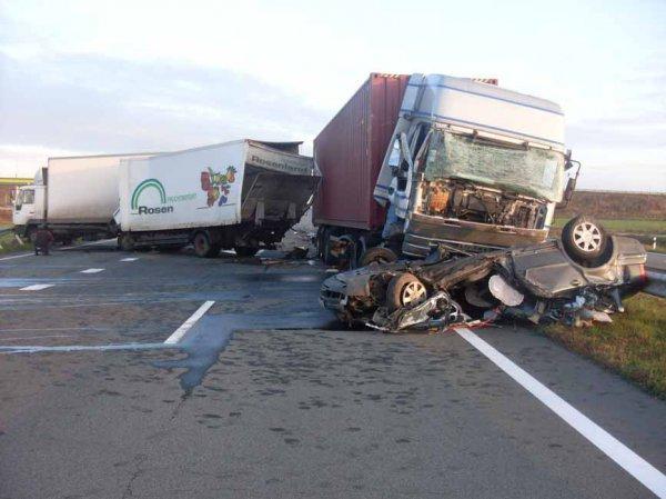 Жахлива ДТП: Вантажівка просто розчавила іномарку. Деталі пртиголомшують
