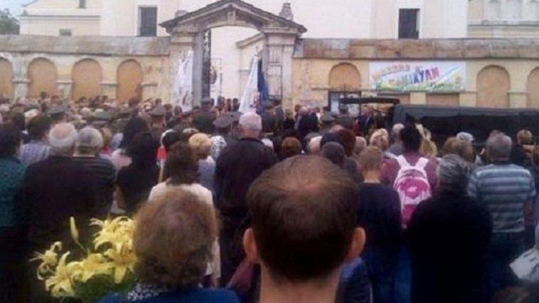 ШОК! Те, що настоятель  храму на Львівщині зробив із загиблим бійцем АТО шокувало всю Україну. Така жорстокість в голові не вкладається!