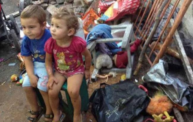 """""""Їжа у взутті і повна антисанітарія"""": У Маріуполі горе-матір так запустила 4-ох малолітніх дітей, що у поліцейських мову відняло"""