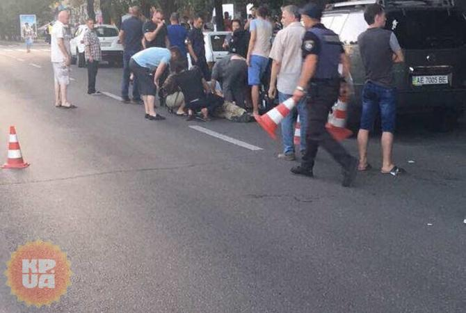 НЕ ДЛЯ СЛАБКИХ!!! У Дніпрі застрелили двох людей просто посеред вулиці, ці фото наводять на всіх жах (18+)