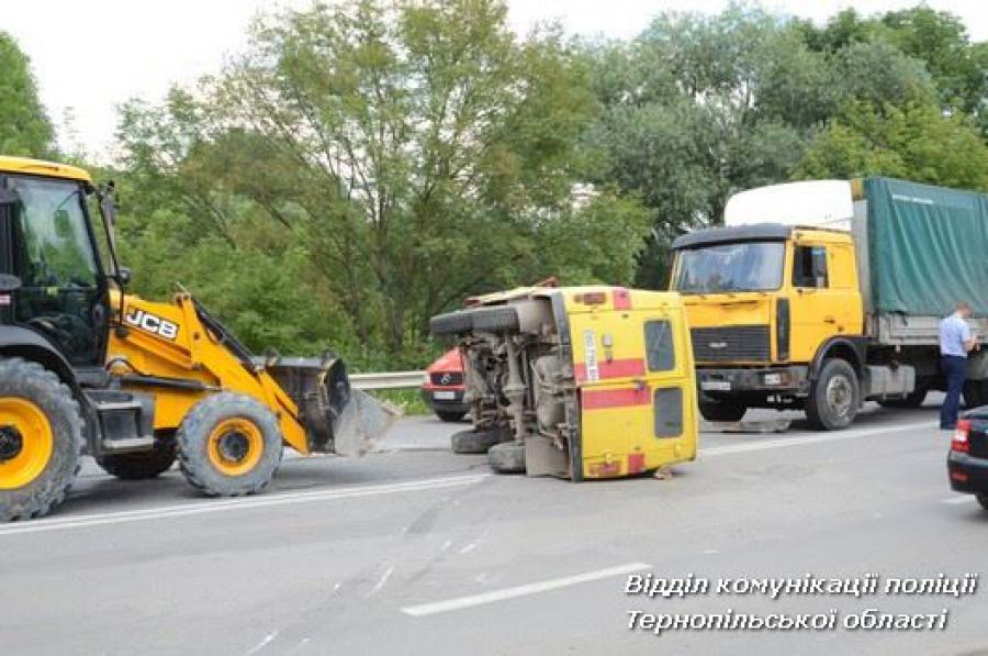 Моторошна ДТП: Зіткнулися УАЗ та МАЗ! Є постраждалі