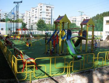 В Криму 8-річний хлопчик помер на дитячому майданчику, дізнайтеся всі подробиці