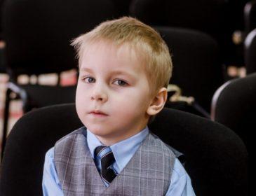 Маленький Мишко чекає вашої допомоги в лікуванні ДЦП