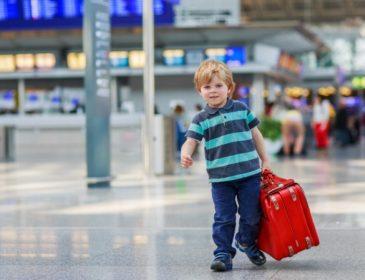 На відпочинок без дітей? Змінилась процедура для виїзду дитини за кордон. Нові правила Вас здивують!