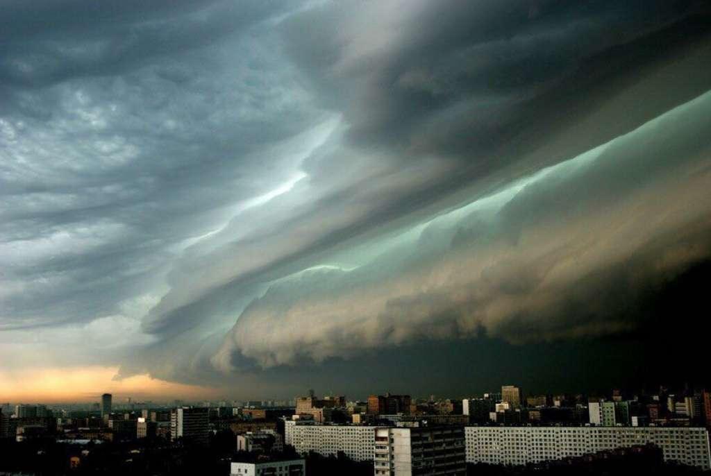 Такого в Україні ще не було! Синоптики попереджають про потужний шторм, який насувається. Стає страшно!