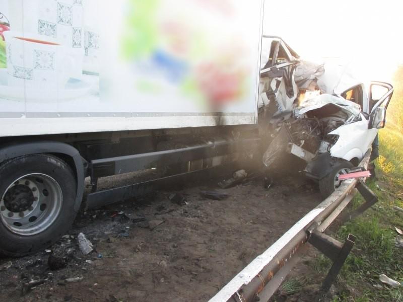 Трагедія під Дніпром… Сталася смертельна ДТП: пасажирський автобус врізався у вантажівку, там була ріка крові