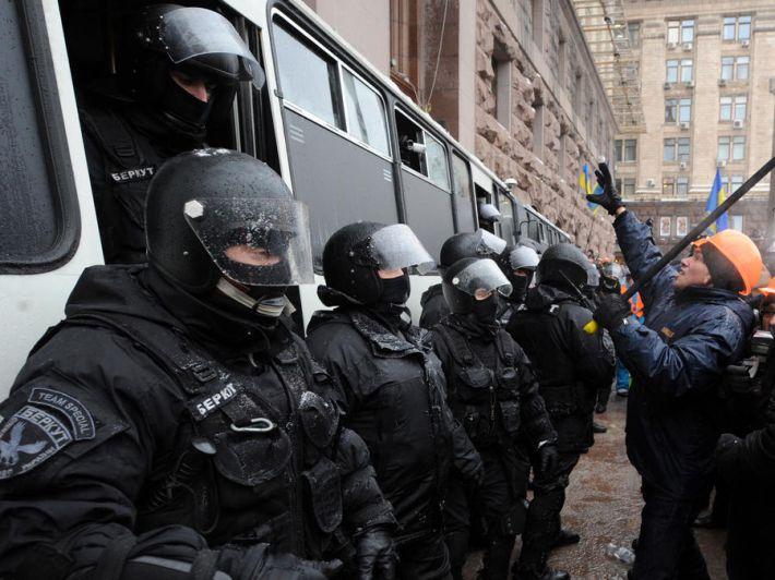Він переховувався 1,5 року!!! В Києві затримали екс-беркутівця, який причетний до побиття активістів Автомайдану