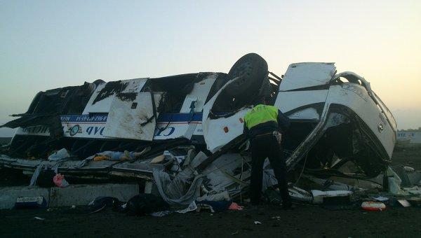І мокрого місця не залишилося!!! Під Чернівцями сталася страшна смертельна ДТП, в автобусі було 60 ПАСАЖИРІВ
