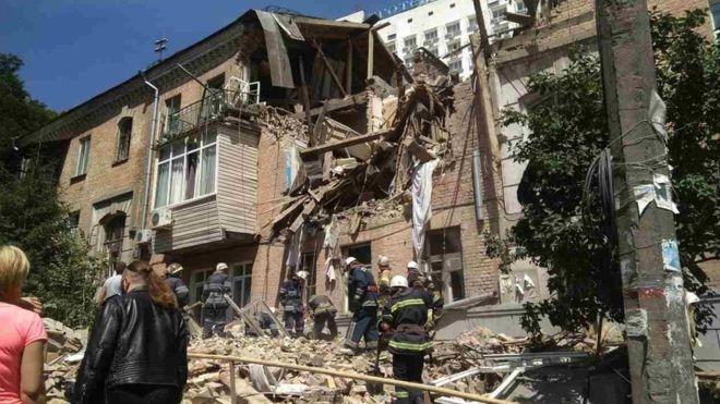 """Скло порозліталось на десятки метрів"""": Потужний вибух сколихнув центр столиці"""