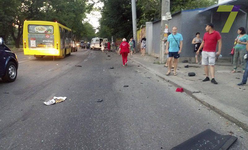 Від неї залишилося лише взуття… В Дніпрі на перехресті збили жінку, там було жахіття