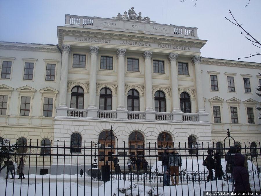Вам буде ЦІКАВО: Хто з українських ректорів потрапив до списку найбагатших! Такої розкоші Ви ще не бачили!
