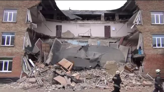 А як би там були діти? В Миколаївській області обвалились стіни школи! Винуватих не буде?
