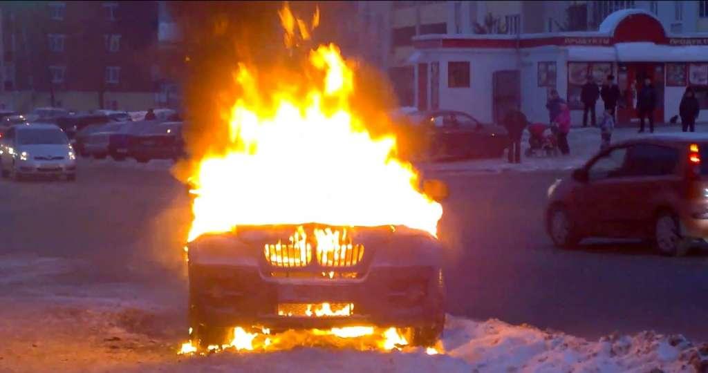 Там було пекло!!! Вночі на Тернопільщині вщент згорів автомобіль