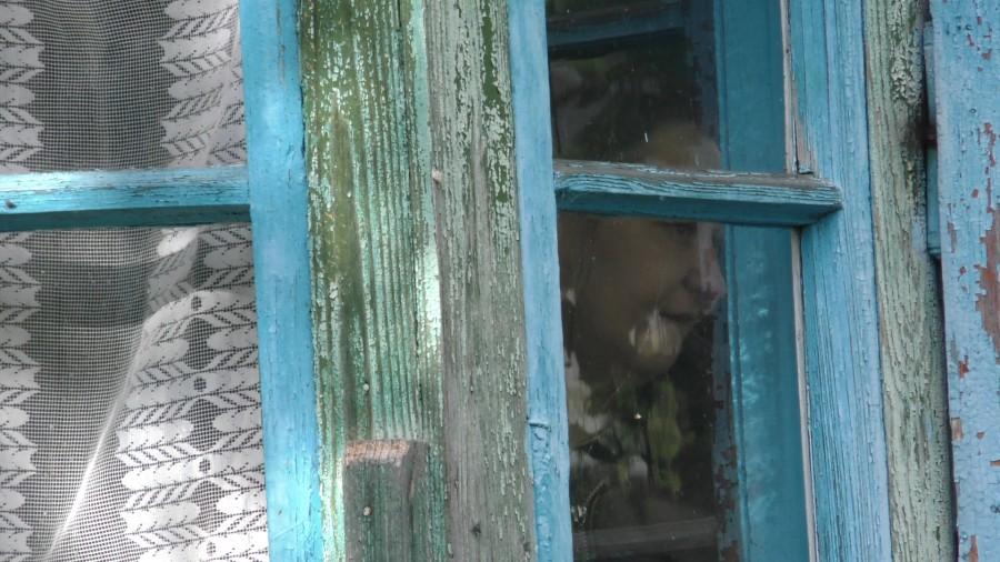 ШОК!!! З'явилися нові фото і приголомшуючі подробиці про життя сестер із Калуша, які вже роками не миються, не виходять з дому, а природні потреби справляють в хаті