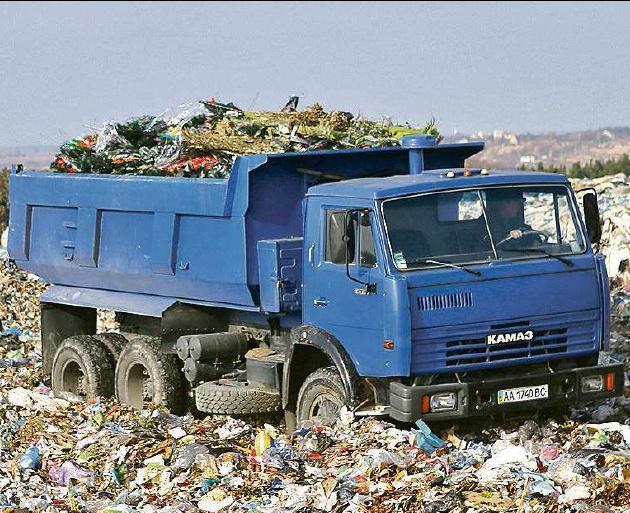 Львівське сміття все катається: у Черкасах затримали чергову вантажівку. Скільки можна?