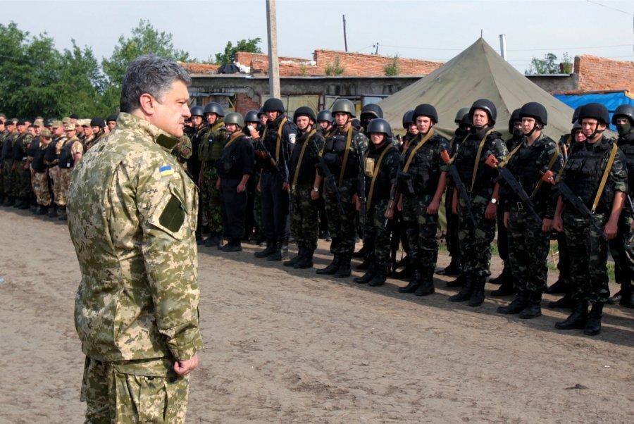 """""""Вже завтра!"""" Порошенко підписав новий закон про мобілізацію"""