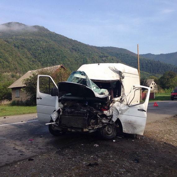 Страшна ДТП: На Львівщині «Камаз» зіткнувся з мікроавтобусом, постраждали 5 іноземців, серед яких троє дітей
