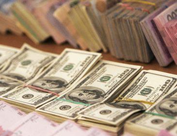 Скотився на історичне дно: Експерти назвали шокуючу причину різкого обвалу долара. Що ж буде далі?