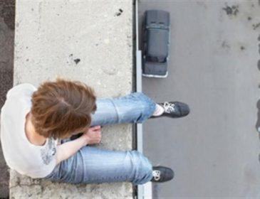 """ТЕРМІНОВО! Самогубець погрожує стрибнути з готелю """" Хрещатик"""". Те, що він вимагає шокує…"""