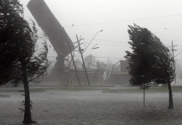 Як після ядерної війни! В мережі показали наслідки РЕКОРДНОГО урагану в США. Оговтаються вони не скоро (ВІДЕО)