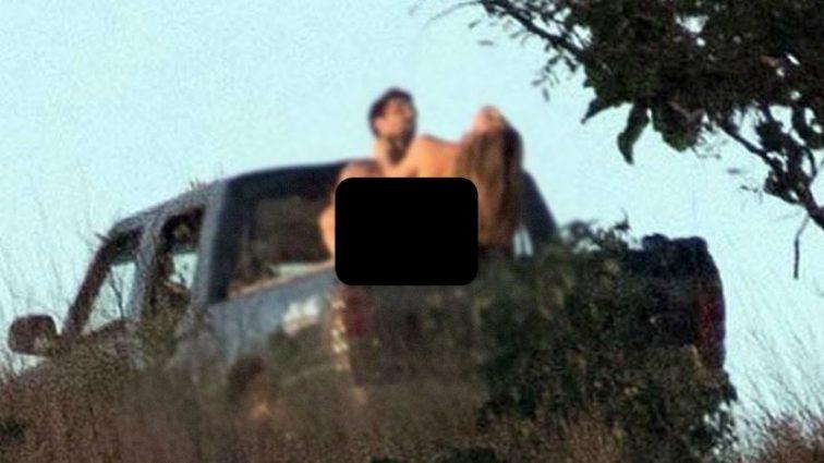 Прямо посеред лісу… Відому акторку застукали за заняттям любов'ю на кузові машини. Від цих фото віднімає мову