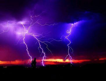Завтра краще сидіти вдома! Синоптики оголосили штормове попередження: три області в небезпеці