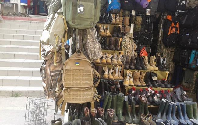 СКАНДАЛ! На Краківському ринку у Львові розпродається військове майно. Хто прикриває таке свавілля?