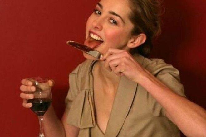СТЕРЕЖІТЬСЯ! Чому ні в якому разі не можна їсти з ножа, щоб не знищити своє майбутнє. Ви точно будете шоковані