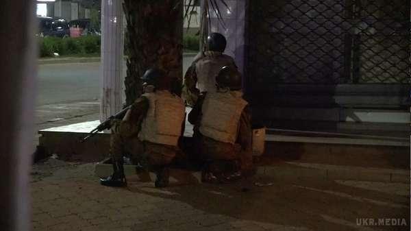 ТЕРМІНОВО! В ресторані столиці кривава стрілянина, страшною смертю загинуло 17 людей, решта в пастці