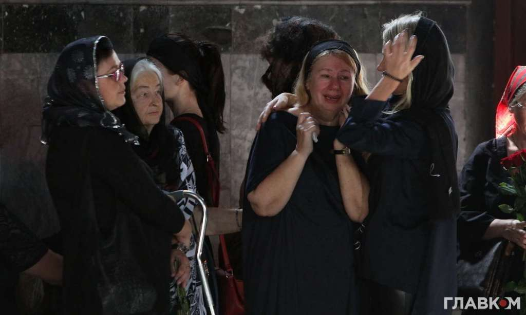 Ридають всі… Як і хто прощався із загиблою Іриною Бережною, найнеочікуваніші політики країни. Навіщо такі заходи?