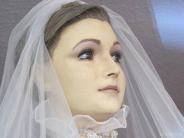 Батько в останній момент відмовився оплачувати весілля своєї дочки і вигнав її з дому! Звучить жахливо, але вона сама винна!