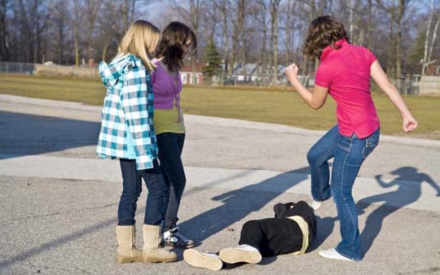 Навіть звірі не такі жорстокі: Чергове побиття школярки однолітками, поставило на вуха Мережу. Подробиці інциденту шокують