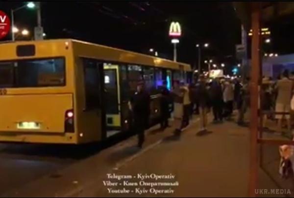 Стрілянина у київському автобусі… Відео із місця подій доводить до істерики