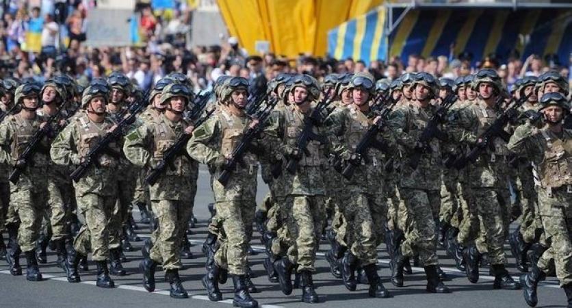 """""""Совпаденіє?"""": Порошенко на параді у Києві демонстративно не потиснув руку главі… В чому ж причина такого ганебного вчинку?"""