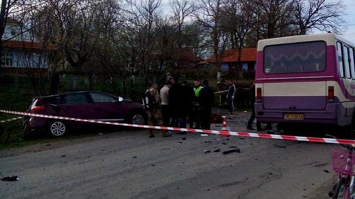 До Порошенка поспішали: Авто відомого львівського депутата зіткнулось з автобусом повним журналістів
