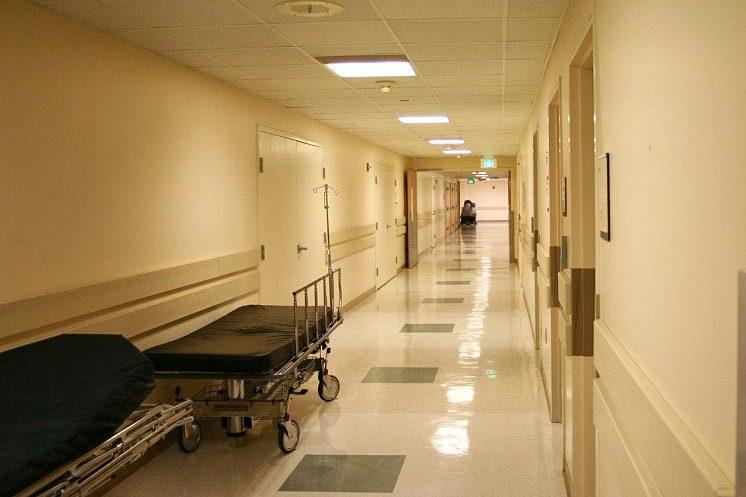 Кров фонтаном: Пацієнт на прийомі жорстоко зарізав лікаря, а потім… Подробиці шокують