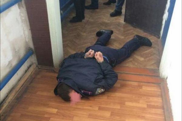 Ви таких грошей за все життя ще не бачили: в Ужгороді піймали поліцейського на такому хабарі, що аж очі на лоба лізуть