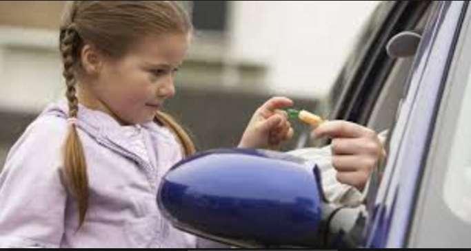 """""""Перегороджує дорогу і пропонує здійснити бажання"""": Невідомий на машині викрадає дітей. Будьте пильними"""