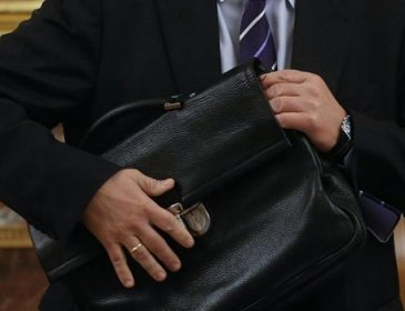 Маршруткою дорого: Відомий чиновник добирається на роботу… Він побив всі рекорди безсоромності