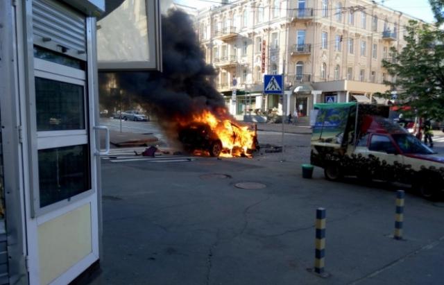 ТЕРМІНОВО!!! На Одещині вибухнуло авто з родиною відомого поліцейського, подробиці приголомшують