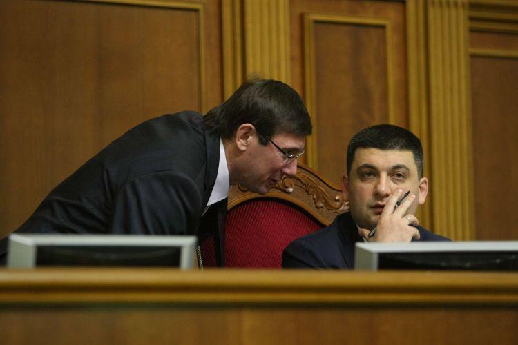 """""""Назріває скандал?"""": Луценко написав Гройсману гнівного листа, у якому вимагає… Ці слова поставили на вуха усю країну"""
