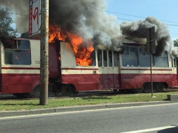 У центрі Львова загорівся новенький трамвай… Подробиці шокують