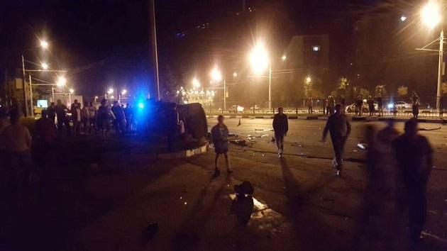 """""""Зіткнення з електроопорою і миттєва смерть"""": Моторошна ДТП у Харкові, уламки авто розлетілись на десятки метрів"""