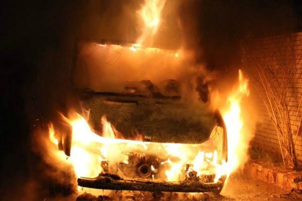 Що ж це коїться??? На Львівщині спалили авто скандального СБУшника, від деталей мороз по шкірі
