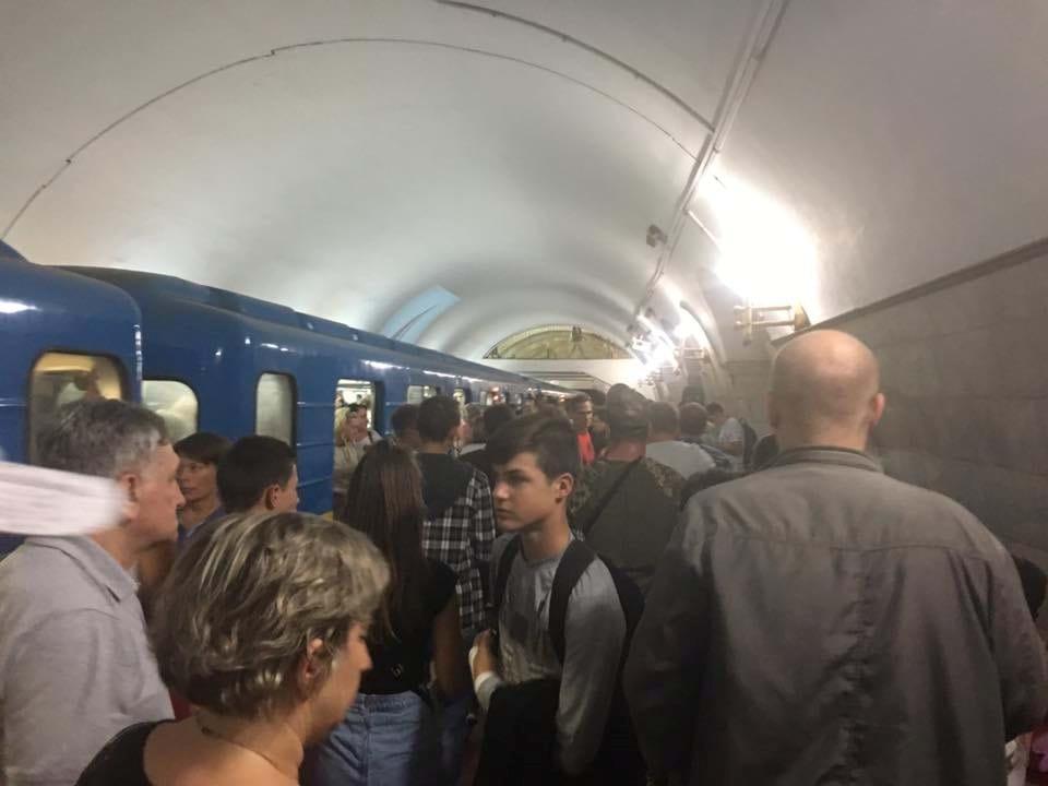 """""""Мені сказали, що підірвали метро"""": НП у Києві підняла на вуха всю країну. Що ж там відбувається?"""
