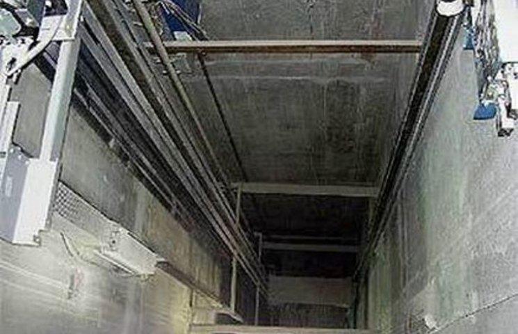 Просто в голові не вкладається!!! В Херсоні впав ліфт з дітьми аж з 5-го поверху, хто відповість?